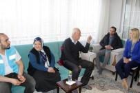 İL SAĞLıK MÜDÜRLÜĞÜ - Van Büyükşehir Belediyesinden Yaşlıları Sevindiren Ziyaret
