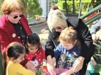 'Yaşlılara Saygı Haftası' Etkinliğinde Çiçek Diktiler