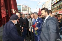 AK Parti Genel Başkan Yardımcısı Hayati Yazıcı, Zeytinburnu'nda Vatandaşlara Karanfil Dağıttı