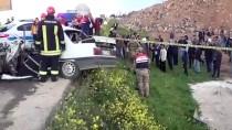 Şanlıurfa'da Otomobil Römorka Çarptı Açıklaması 2 Ölü, 5 Yaralı