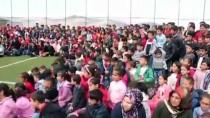 Suriyeli Ve Türk Öğrenciler İçin Sirk Gösterisi