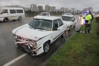 Zincirleme Trafik Kazasında 4 Otomobil Birbirine Girdi