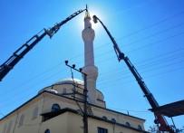 Depremde Zarar Gören Minareyi İtfaiye İndirdi