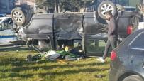 Isparta'da Otomobil İle Çarpışan Minibüs Kavşakta Ters Döndü Açıklaması 1 Ölü, 7 Yaralı