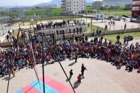 SELAHADDIN - Kozluk'ta Sirk Gösterisine Yoğun İlgi