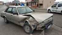 Otomobil Kamyonetle Çarpıştı Açıklaması 1 Yaralı