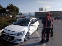 TEM Otoyolu Kavşağında Trafik Kazası Açıklaması 2 Yaralı