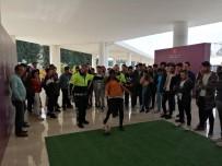 Antalya Polisi Güney Kariyer Fuarı'nda Alkol Gözlüğü Eğitim Standı Açtı