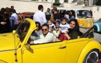 FARKINDALIK GÜNÜ - Down Sendromlu Çocuklar Klasik Otomobillerle Şehir Turu Attı