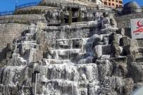 Gümüşhane Kent Merkezindeki Yapay Şelale Buz Tuttu