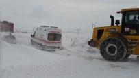 Kar Ve Tipide Mahsur Kalan Ambulans Kurtarıldı