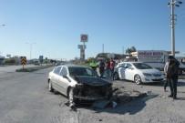 Minibüs İle Otomobil Çarpıştı Açıklaması 2 Yaralı