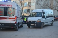 Minibüsün Altında Kalan Yaşlı Kadın Yaralandı
