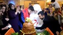 İSLAMIYET - Müslüman Olan Alman Gelin Pasta Yerine Çiğ Köfte Kesti