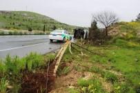 Servis Minibüsü Ağaçları Yerinden Söküp Devrildi