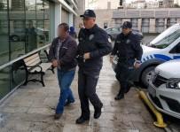 Yere Düşen 100 Lirayı Alıp Cebine Koyunca Gözaltına Alındı