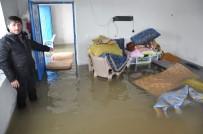 Yüksekova'da Ev Sular Altında Kaldı