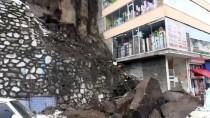 Bitlis'te Araçların Üzerine Kaya Parçaları Düştü