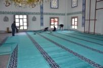 -Büyükşehir Belediyesi 3 Caminin Halılarını Değiştirdi
