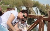 Düden Kıyı Şelalesi'ne Turist Yoğunluğu