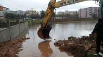 Midyat'ta Yağmur Nedeni İle Ev Ve İş Yerlerini Basan Sular Tahliye Edildi