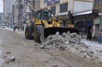 Yüksekova'da Kar Temizleme Çalışması