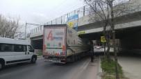 STRAZBURG - Bakırköy'de Önce Tır, Ardından Tur Otobüsü Alt Geçide Sıkıştı