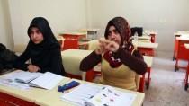 İŞİTME ENGELLİ - İşaret Diliyle Okuma Yazma Öğreniyorlar