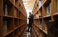 GENELKURMAY KARARGAHI - Bakan Akar Ve Komutanlardan Kütüphane Ziyareti