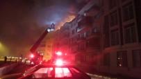 AHMET AKıN - Burhaniye'de Çatı Yangını Korkuttu
