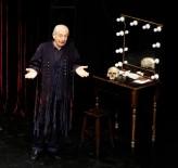 Dünya Tiyatrolar Günü'nde Genco Erkal Ataşehir'de Sahne Aldı