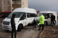 ULUKENT - Elazığ'da Öğrenci Servisi İle Minibüs Çarpıştı Açıklaması 4 Yaralı