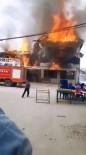 Antalya'da Üç Ev Alev Alev Yandı