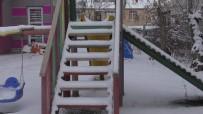 KAR SÜRPRİZİ - Ardahan'da Yoğun Kar Kenti Beyaza Bürüdü