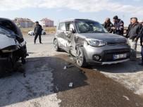 Eşme Belediye Başkanının Karısı Trafik Kazasında Yaralandı