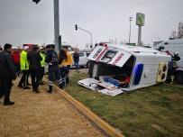 Hasta Taşıyan Ambulansla Otomobil Çarpıştı Açıklaması 5 Yaralı