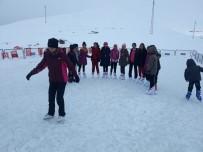 BUZ PATENİ - İran Sınırında Buz Pateni Keyfi