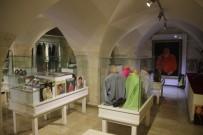 TEMİZLİK GÖREVLİSİ - Ölüm Yıl Dönümünde Müzesi Boş Kaldı