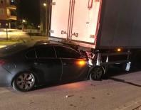 Otomobil TIR'a Ok Gibi Saplandı  Açıklaması 2'Si Ağır 4 Yaralı