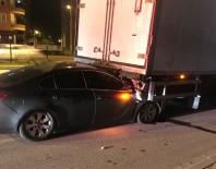 Otomobil Tıra Çarptı Açıklaması 4 Yaralı