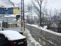 KÖY YOLLARI - Şırnak'ta Kar Hayatı Olumsuz Etkiledi