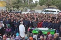 İSMAİL KAŞDEMİR - Trafik Kazasında Hayatını Kaybeden Öğrenci Göz Yaşları İçinde Toprağa Verildi