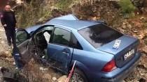 Antalya'da Otomobille Kamyonet Çarpıştı Açıklaması 5 Yaralı