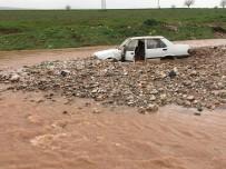 İNFAZ KORUMA - Gaziantep'te 2 Kişi Sele Kapılarak Kayboldu