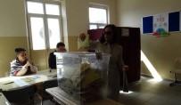 HÜLYA AVŞAR - Oy Kullanan Avşar Kızı Mührü Kabinde Unuttu