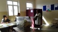 HÜLYA AVŞAR - (Özel) Oy Kullanan Avşar Kızı Mührü Kabinde Unuttu