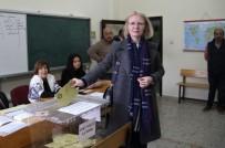 ANASTASİA - Rus Asıllı Türk Vatandaşı Bağımsız Aday Oyunu Kullandı