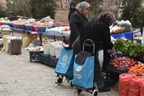 Artuklu Belediyesi Bin Pazar Arabasını Vatandaşa Dağıttı