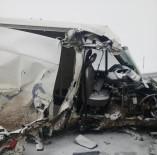 Kaçak Göçmenleri Taşıyan Minibüs Kaza Yaptı Açıklaması 22 Yaralı