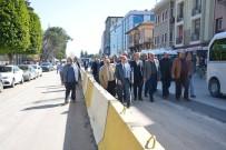 HALK OTOBÜSÜ - Adalet Sarayı Önünde Trafik Üç Şeritten Akıyor